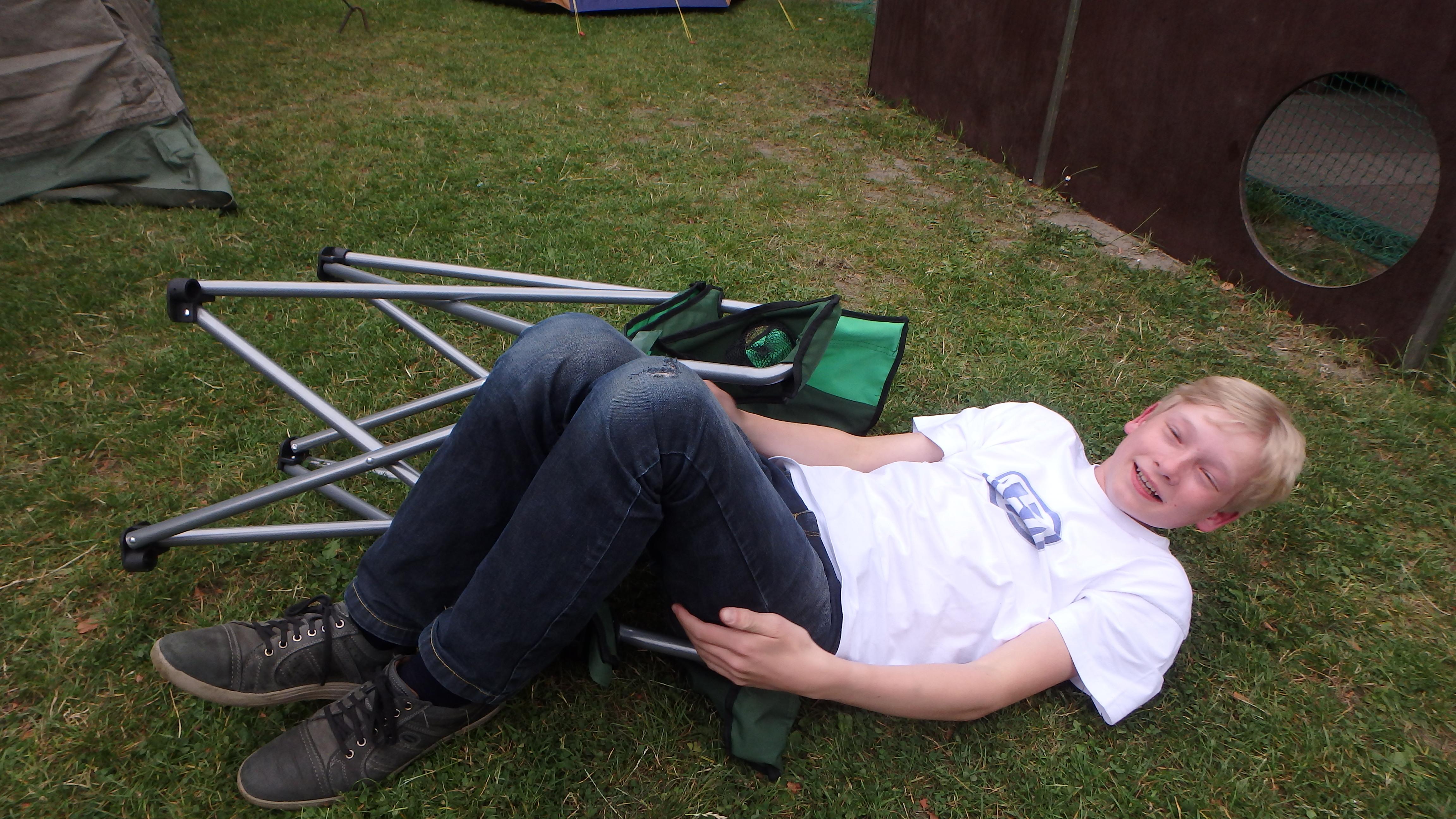Fällt Jonathan vor Hunger vom Stuhl?