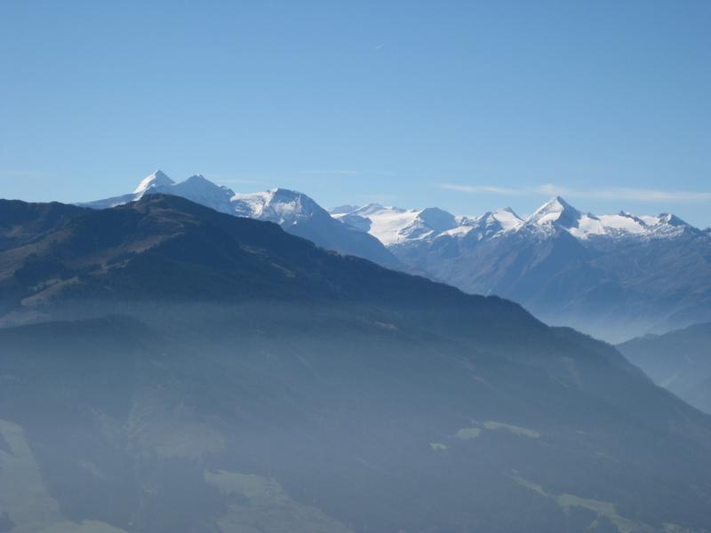 Ein herrlicher Blick nach Süden in die hohen Tauern entschädigt für den schweisstreibenden Anstieg.