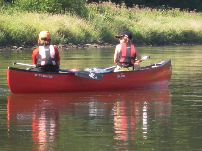 Die Mädels im roten Boot