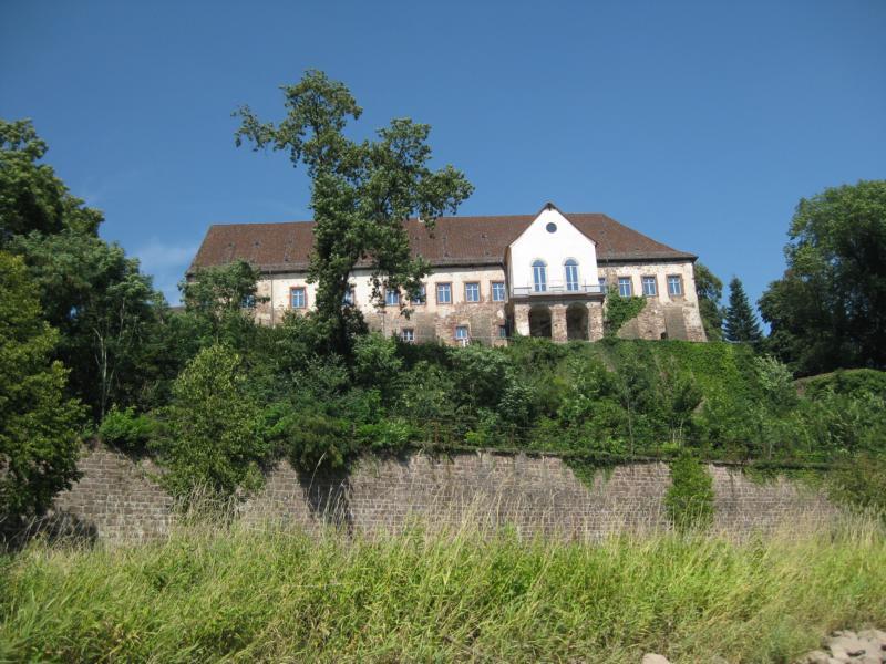 Weiter geht es durch das Weserbergland an manch prachtvollen Gebäude vorbei.