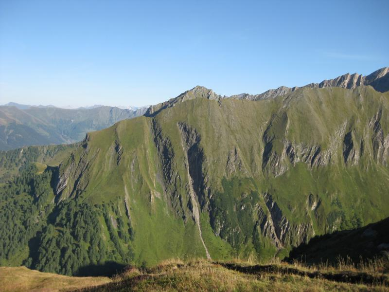 Während des steilen Anstiegs faszinieren uns immer wieder grandiose Ausblicke.