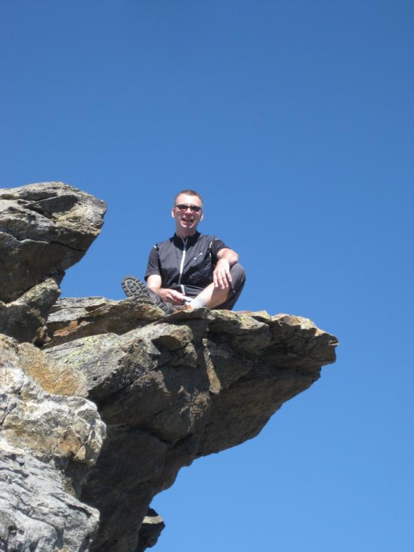 ... Dirk genießt den Blick vom Gipfel.