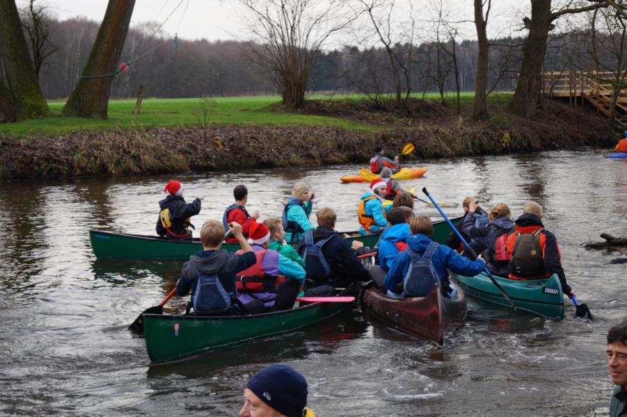 Schnell füllt sich der Mühlenkolk mit Booten.