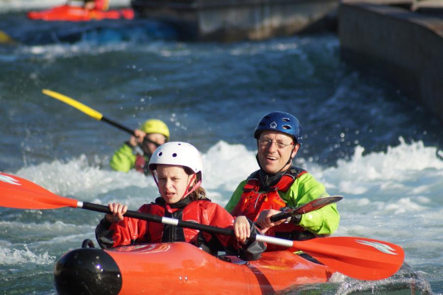 Im Topo Duo werden die ersten Erfahrungen im Wildwasser gesammelt.