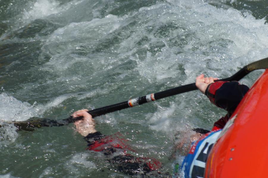 ... auch mit dem Kopf unter Wasser wird beim Boatercross weiter gekämpft.