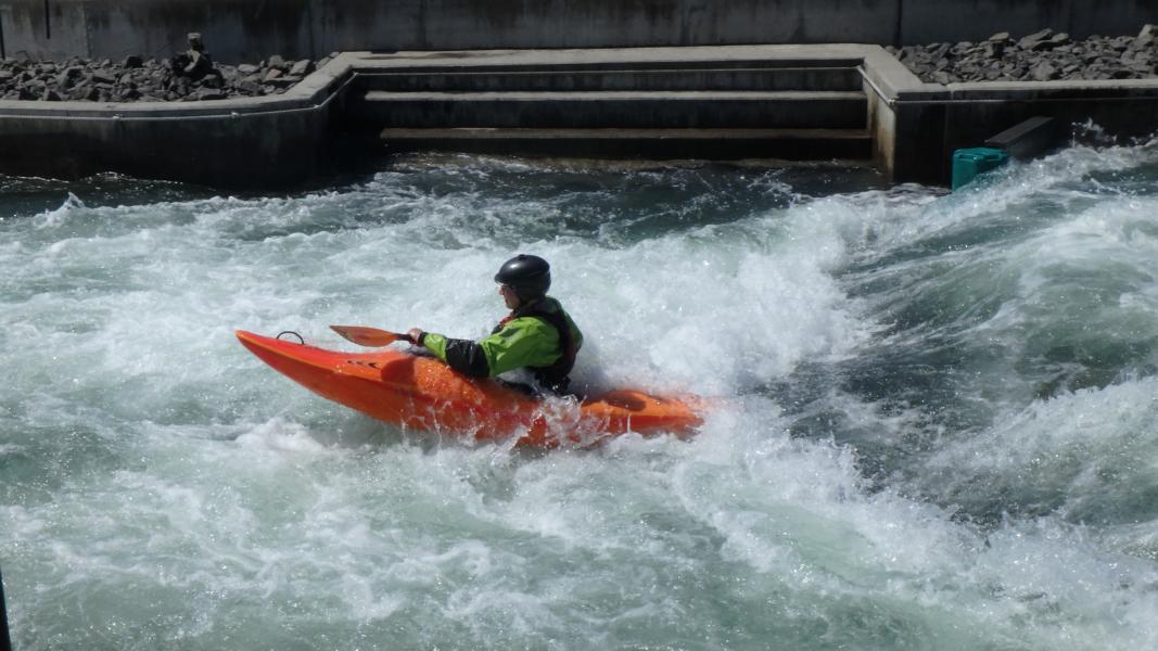 Nils im Vereinsboot Prijon Curve.