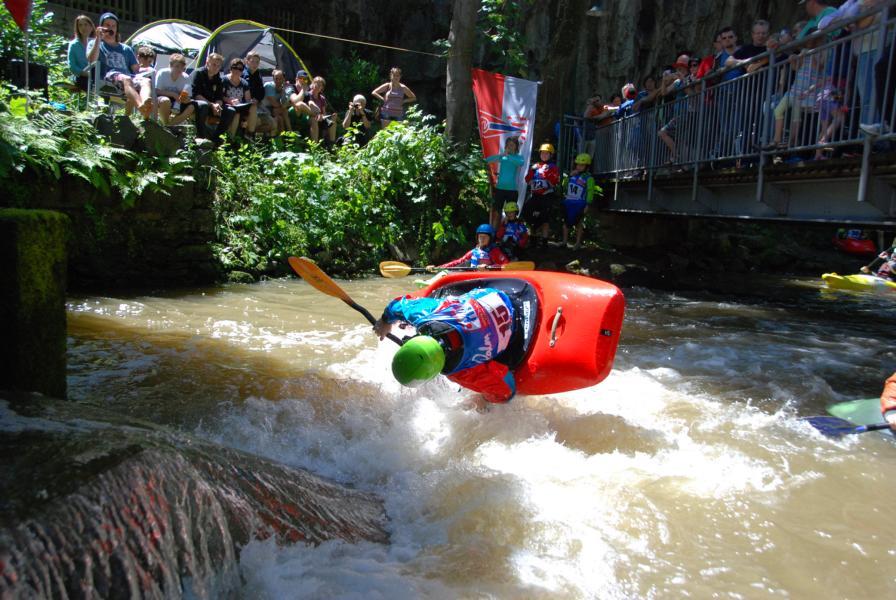 Von den anderen Sportlern können die 3 Wiedenbrücker Kanu-Kids noch viel lernen.