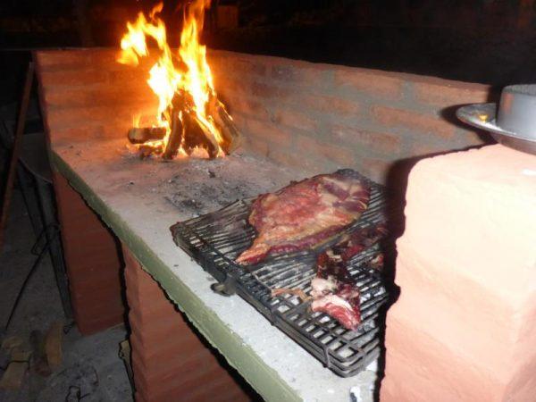 Grillen mit den Argentinischen Athleten. Von uns wurde deutscher Kraut und Kartoffelsalat beigesteuert. Im gegenzug bekamen wir ein perfekt gegrilltes Argentinisches Steak!